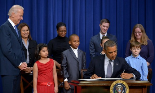 Obama signs executive orders on gun control